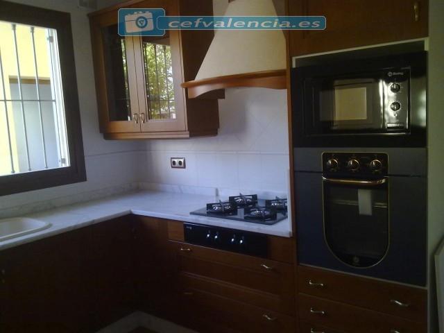 M s fotos de cocinas reformadas y con muebles realizados - Cocinas con colores vivos ...