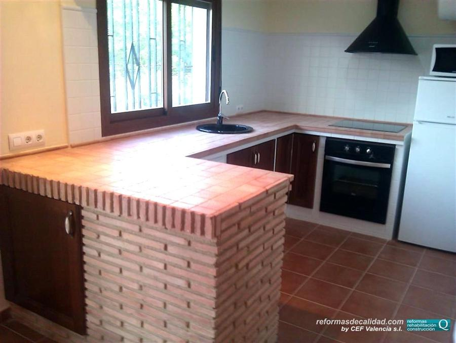 2 galer a fotos cocinas muebles de color en valencia for Casa de azulejos en valencia