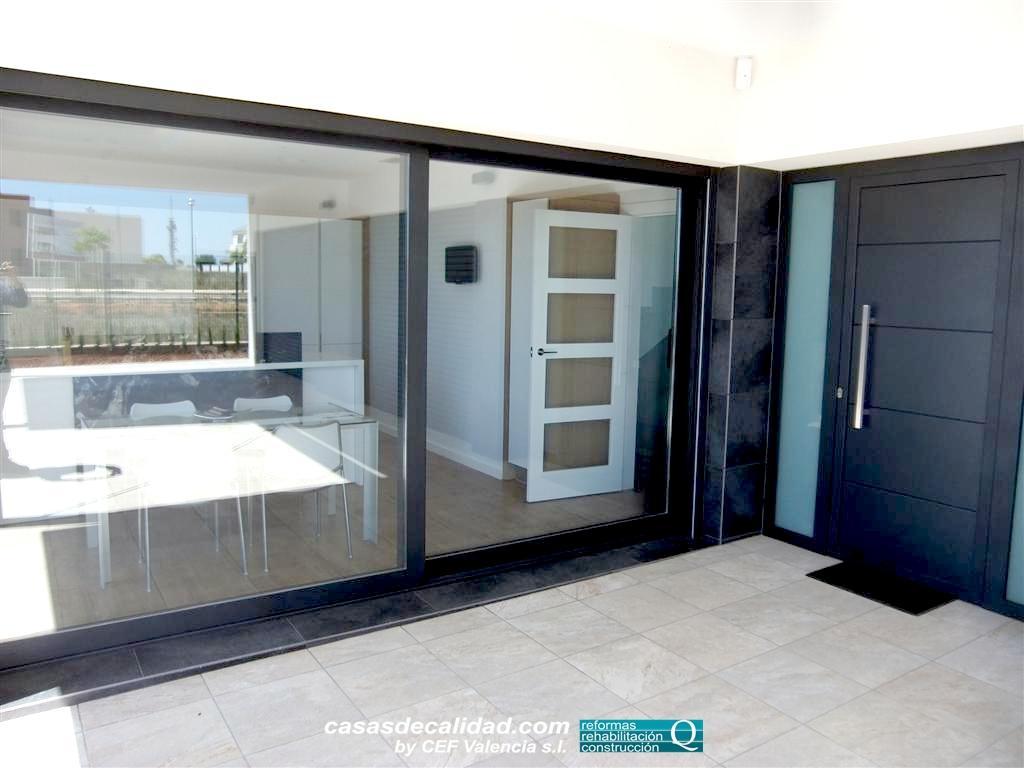 Carpinterías exteriores en construcción vivienda en Albal