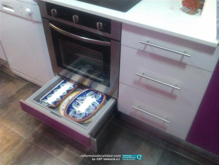 2 galer a fotos cocinas muebles de color en valencia for Cocina vitroceramica con horno