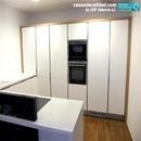 Vista de zona de almacenamiento y frigoríficos integrados en mobiliaro en urbanización Santa Ana de Albal