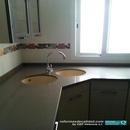 Detalle de bancada en cocina realizada en Manises, de Silestone color Marrón