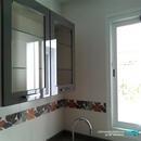 Detalle de vitrina en cocina diseñada en Valencia Manises