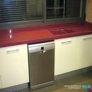 Vista zona fregadero con fregaderos de la marca poalgi integrados bajo encimera en cocina de Anna
