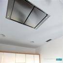 Detalle campana encastrada a techo de la marca Pando en diseño de cocina en albal
