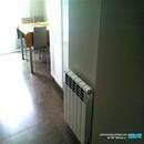 Detalle de entrada a cocina reformada con radiador calefacción en Valencia
