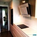 Vista de cocina con bancada en Corian dentro de trabajos de diseño y reforma de cocina en zona av. Francia de Valencia
