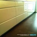 Detalle muebles bajos lacados en blanco en reforma de cocina en Valencia con uñeros integrados