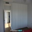 Armario habitación niños con puertas lacadas en blanco abatibles