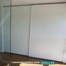 Armario en zona común en planta baja con puertas correderas en blanco