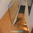 Zona superior escalera con barandilla cristal