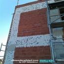 Aplicación de mallatex en fachadas para evitación de fisuras en revestimientos finales.