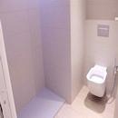 foto1416 Baño-Final / Zona de ducha sin mampara junto a inodoro pendiente completar