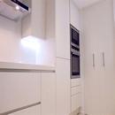 foto1444 Cocina-Final / Vista inferior de muebles de cocina blanca