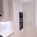 foto1448 Cocina-Final / Vista de columnas altas y despensa en cocina reformada