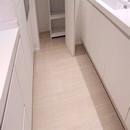 foto1463 Cocina-Final / Detalle de pavimento simulación madera de la marca Saloni