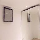 foto1478 Habitación principal-Finales / Pared de cabecero de habitación con LG ART COOL y armario espejo