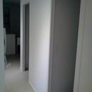 foto1486 Pasillo-Finales / Vista de pasillo con iluminación nocturna y puertas correderas