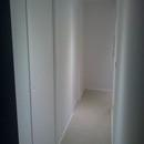 foto1488 Pasillo-Finales / Vista de pasillo desde zona cocina con puertas correderas