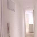 foto1493 Pasillo-Finales / Detalle de cuadro eléctrico en pasillo y telefoníllo