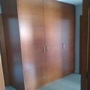 foto2035 Recibidor-Carpintería / Detallle armario instalado en entrada a vivienda a nivel planta 1ª