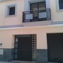 foto2127 Fachada-Barandilla / Detalle de puertas y barandillas restauradas en balcón vivienda